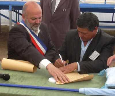 Signature du serment de jumelage