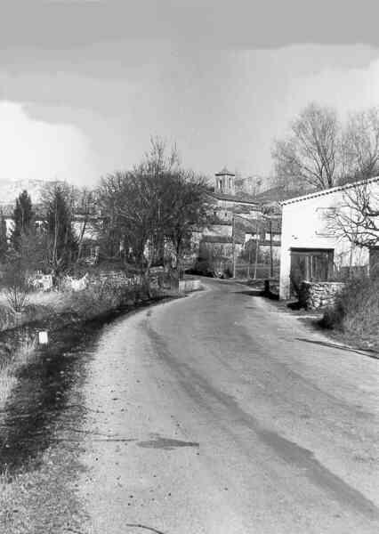 Les Salles, entrée du village route de Bauduen, 11/3/73