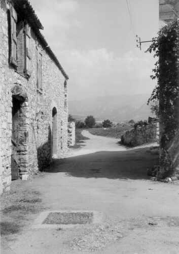Les Salles, route des alambics