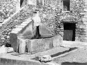 Click here to see the old village's fountains and wash-houses