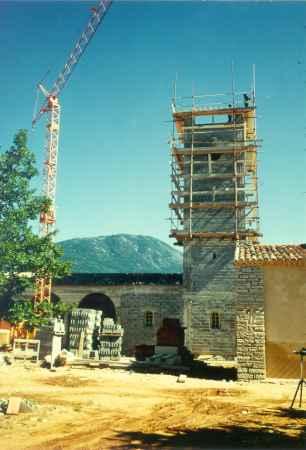 Les Salles, le clocher en construction