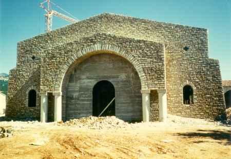 Les Salles, l'église en construction