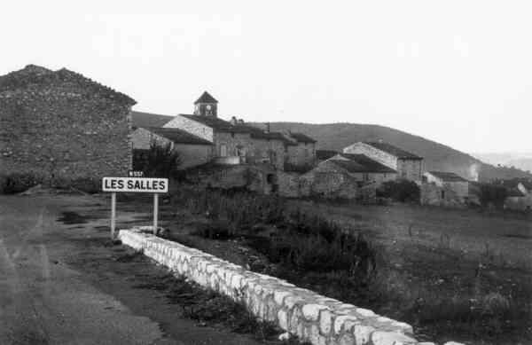 Entrée du village des Salles, route de Moustiers, 1954