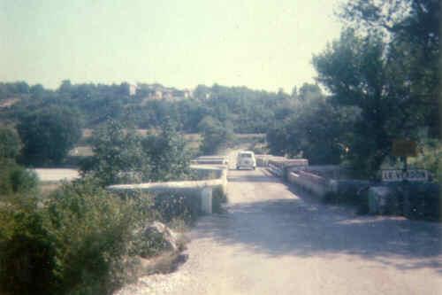 Le pont d'Aiguines vu de la rive droite
