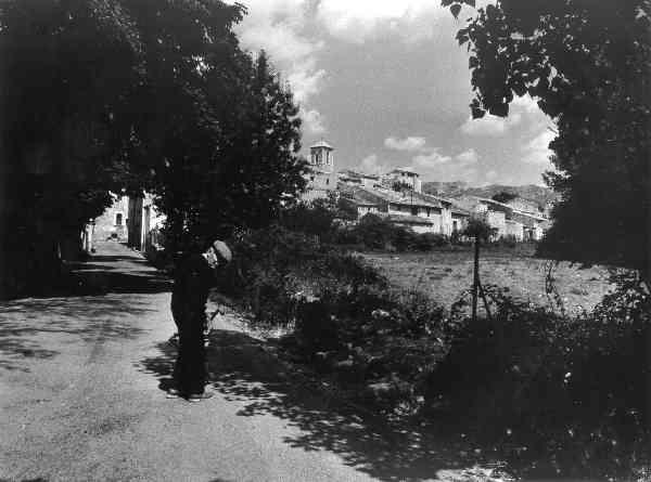 Les Salles, L.Laugier, entrée du village