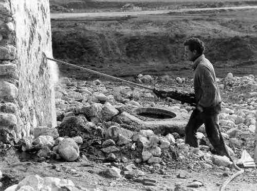 Les Salles, pose de la dynamite sur l'église, 05/03/1974