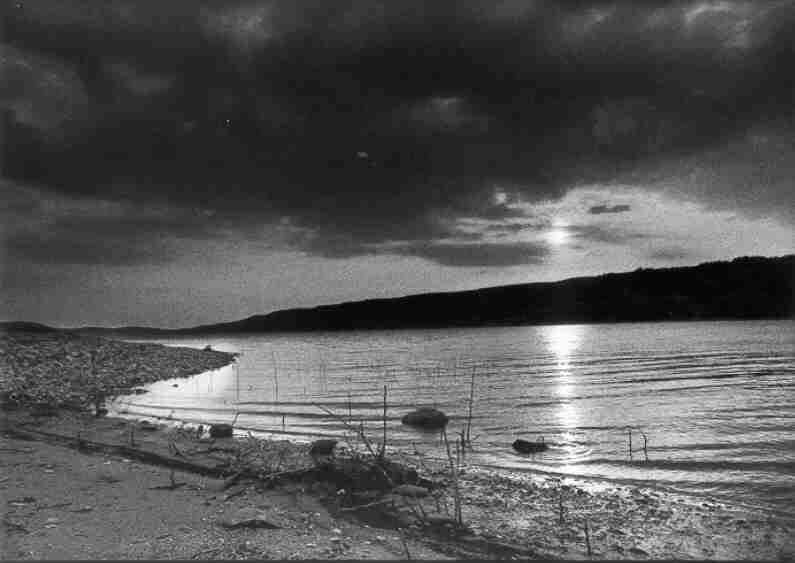 Lac de Sainte-Croix, le site du village des Salles, avril 1974