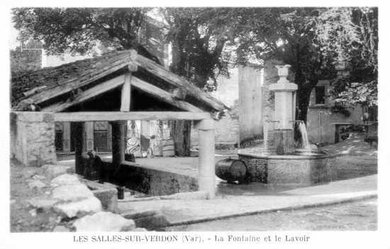 La fontaine et le lavoir.