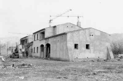 Les Salles-sur-Verdon, la poste et la mairie du nouveau village