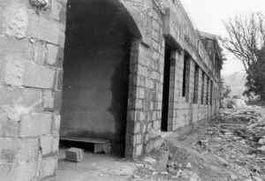Les Salles, la salle des fêtes en construction