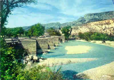 Le pont d'Aiguines, à la sortie des Gorges du Verdon