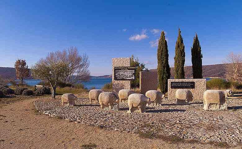 Le mémorial de l'ancien village
